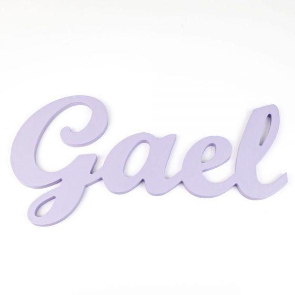 Nombre de Gael en madera para colgar en la pared pintado en lila